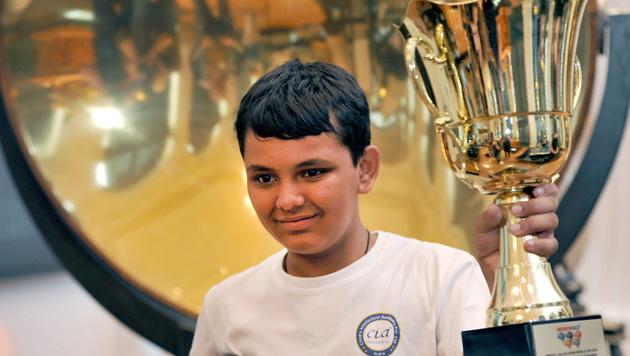 13-jähriger Inder neuer Weltmeister im Kopfrechnen (Bild: APA/EPA/MATTHIAS HIEKEL)