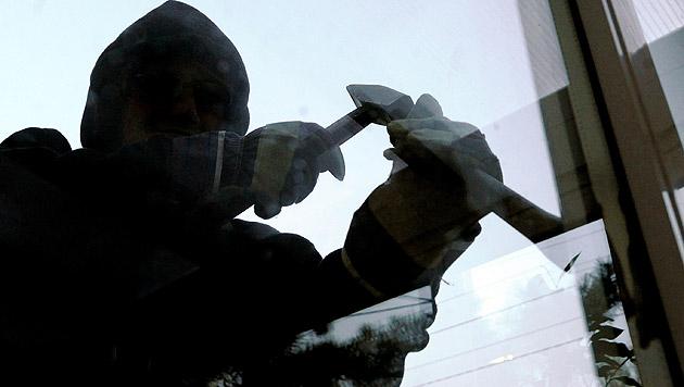 Einbrecher auf dem Dach schreckten die Bewohner (Bild: APA/HERBERT PFARRHOFER (Symbolbild))