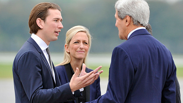 Kerry mit Außenminister Sebastian Kurz und US-Botschafterin Alexa Wesner (Bild: APA/Hans Punz)