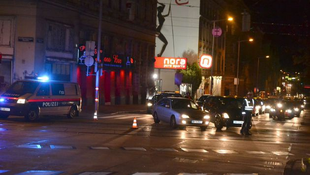 Auch der Verkehr am Gürtel kam während der Ausschreitungen zum Erliegen. (Bild: SBG Media)