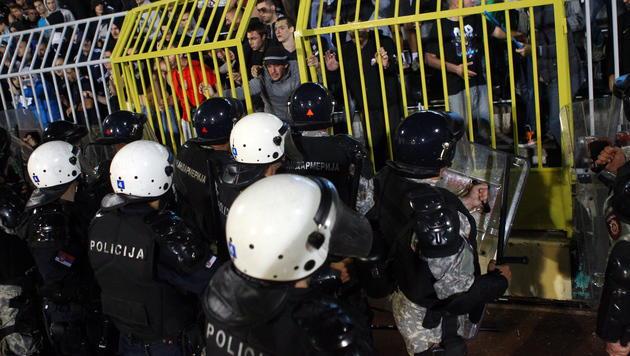 Wien-Ottakring: Bilanz einer Krawallnacht (Bild: APA/EPA/KOCA SULEJMANOVIC)