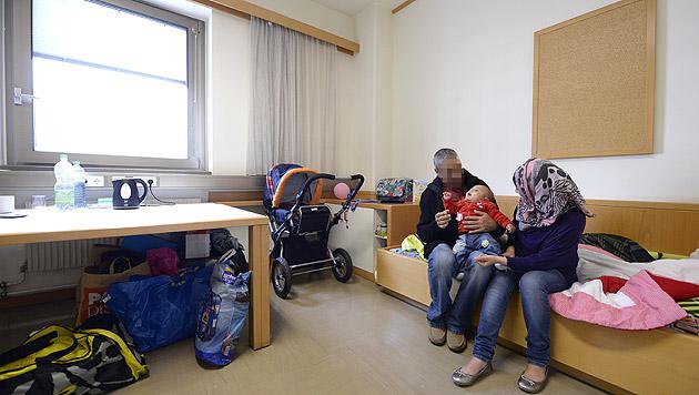 Flüchtlingsquartier in Erdberg bereits voll belegt (Bild: APA/HANS KLAUS TECHT)