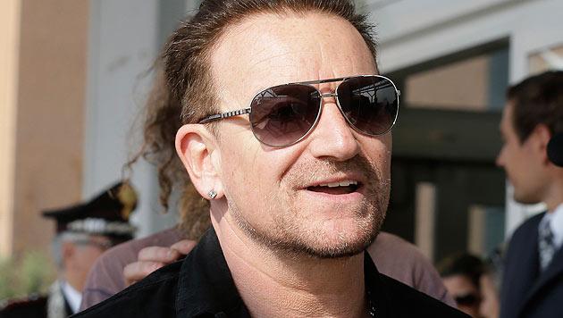 Bono kann sich nach seinem Unfall kaum bewegen. (Bild: AP)