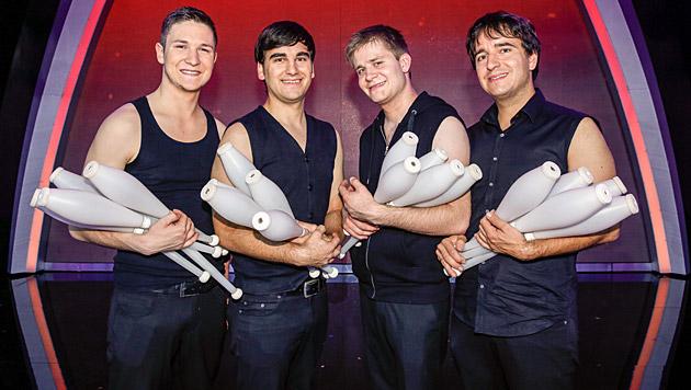 """Jonglissimo, die vierköpfige Artistengruppe aus Linz, zeigte die Jongleur-Performance """"Nightlight"""". (Bild: ORF/Milenko Badzic)"""