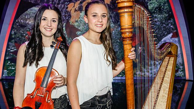 Harfonie sind zwei Musikerinnen aus Tirol. Sie bezauberten mit einem Medley auf Harfe und Geige. (Bild: ORF/Milenko Badzic)