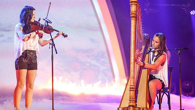 Harfonie kennen einander seit dem Kindergarten. Hanna spielt Harfe, Nora spielt Geige und singt. (Bild: ORF/Milenko Badzic)