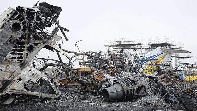 Donezk: Neue Bilder zeigen gewaltige Zerstörung (Bild: AFP)