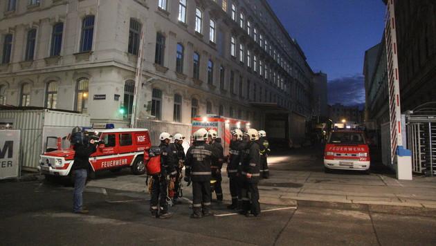 """Hauseinsturz in Manner-Fabrik: """"Wie Bombentreffer"""" (Bild: ANDI SCHIEL)"""