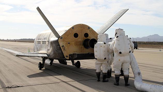 Das Shuttle X-37B nach der Landung am 17. Oktober 2014 (Bild: Boeing)