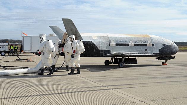 Das Mini-Shuttle X-37B nach der Landung am 17. Oktober 2014 (Bild: Boeing)