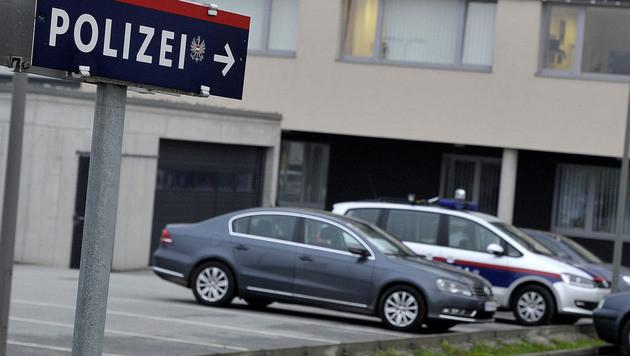 Am Polizeiposten Loosdorf in Niederösterreich wurde das Opfer befragt. (Bild: PAUL PLUTSCH)
