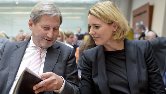 EU-Kommissar Johannes Hahn und Staatssekretärin Sonja Steßl (Bild: APA/HERBERT NEUBAUER)