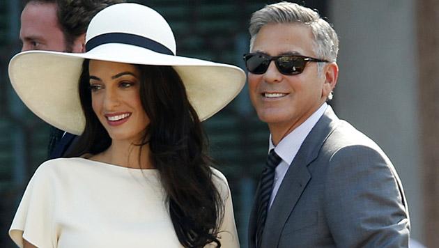 George Clooney und seine Amal haben in Großbritannien zum zweiten Mal Hochzeit gefeiert. (Bild: AP)