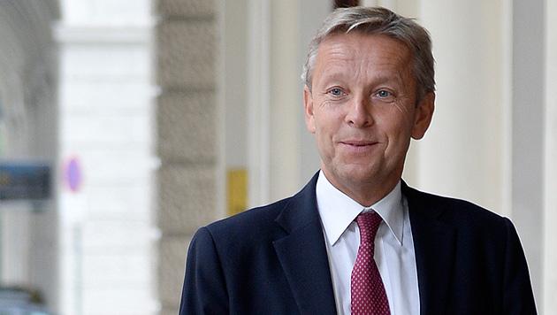 ... ÖVP-Klubchef Reinhold Lopatka und ... (Bild: APA/HERBERT NEUBAUER)