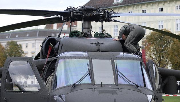 Insgesamt können bei der Leistungsschau vier Helikopter besichtigt werden. (Bild: APA/ROBERT JAEGER)