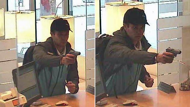 Bilder aus der Überwachungskamera der Bank zeigen den Räuber mit der Gaspistole. (Bild: Polizei)