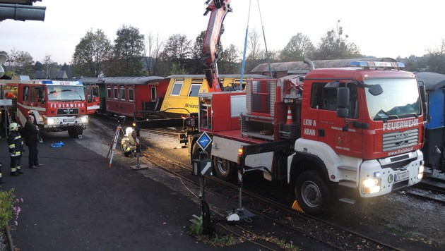 Waggon von steirischem Regionalzug entgleist (Bild: FF Stainz/Andreas Maier)