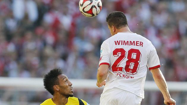 Kevin Wimmer (bei seinem Ex-Klub Köln) im Zweikampf mit Dortmunds Pierre-Emerick Aubameyang. (Bild: AP)