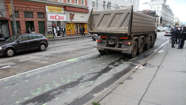 20-jährige Radfahrerin von Lkw überrollt - tot (Bild: ANDI SCHIEL)