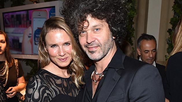 Renée Zellweger mit ihrem Freund Doyle Bramhall II (Bild: John Shearer/Invision/AP)