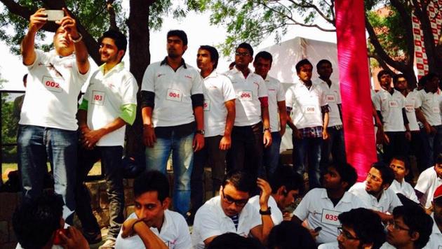 Inder bildeten die längste Selfie-Kette der Welt (Bild: twitter.com/lavamobile)
