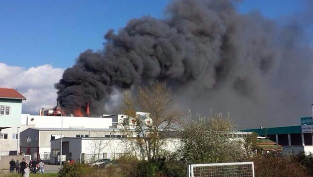 """NÖ: Brand in stillgelegtem Müllverbrennungsofen (Bild: """"Krone""""-Leserreporter Michael Tepsic)"""