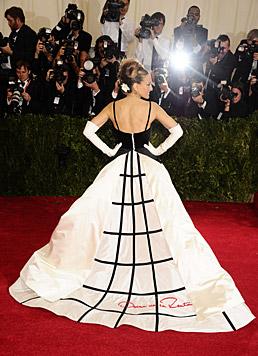 Sarah Jessica Parker in einer Kreation von Oscar de la Renta (Bild: AP)