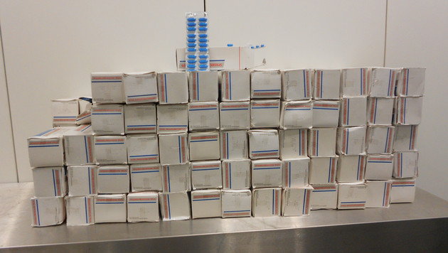 Zöllner haben am Flughafen Wien 50.000 Schmerztabletten sichergestellt. (Bild: APA/BMF/unbekannt)