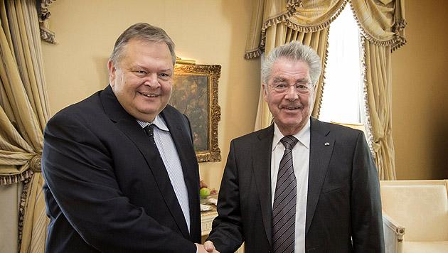 Bundespräsident Heinz Fischer mit dem griechischen Vizepremierminister Evangelos Venizelos (Bild: APA/BUNDESHEER/PETER LECHNER)