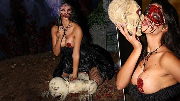 Micaela Schäfer ist als Nackt-Zombie zum Gruseln (Bild: facebook.com/micaelaschäfer)