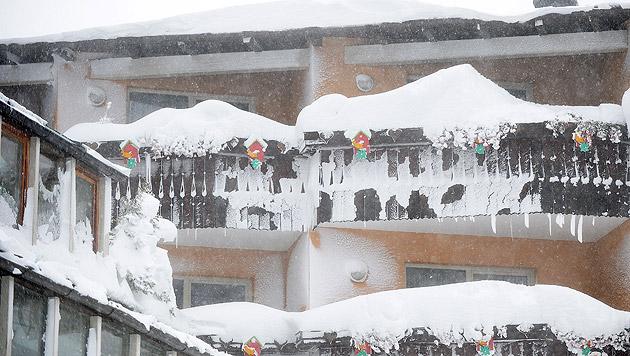 Der Schnee lag am Katschberg in Salzburg mehrere Zentimeter hoch. (Bild: APA/BARBARA GINDL)