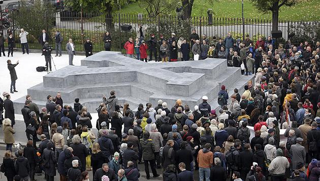 Deserteursdenkmal am Wiener Ballhausplatz enthüllt (Bild: APA/Georg Hochmuth)