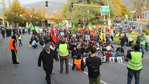 Protestmarsch der Kurden in Bregenz am 11. Oktober (Bild: APA/RONALD VLACH)