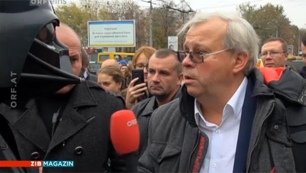 'Heißt das, ein 'Darth Vader' spart 450 Abgeordnete ein?!' (Bild: tvthek.orf.at)