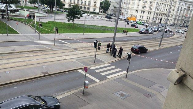 Der Schwarzenbergplatz wurde abgesperrt. (Bild: Andi Schiel)
