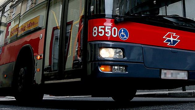 Verwirrter in Öffi-Bus löst WEGA-Einsatz aus (Bild: APA/Georg Hochmuth (Symbolbild))
