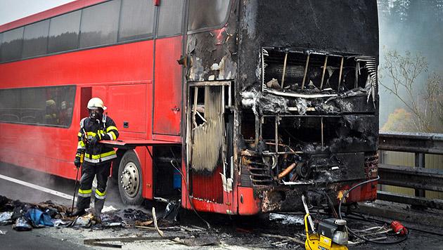 Die Fahrerkabine wurde bei dem Feuer völlig zerstört. (Bild: APA/BERUFSFEUERWEHRVERBAND VOITSBERG)