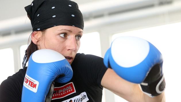 Nicole Trimmel sichert sich EM-Gold im Vollkontakt (Bild: APA/GEORG HOCHMUTH)