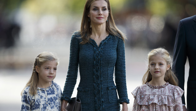 Mama Letizia mit Sofia (7) und Leonor (9) (Bild: AP)