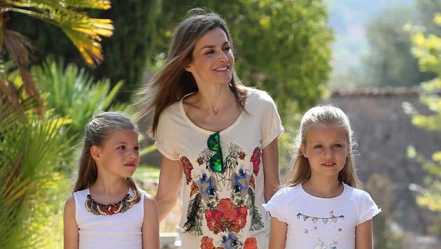Mama Letizia mit Sofia (7) und Leonor (9) (Bild: APA/EPA/Ballesteros)
