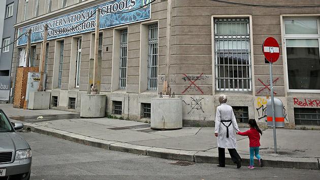 An der Privatschule wird der Unterricht offenbar von strenggläubigen Muslimen mitbestimmt. (Bild: Peter Tomschi)
