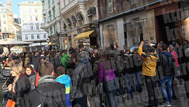 Naomi Campbell zog die Massen an. (Bild: Starpix/Alexander Tuma)