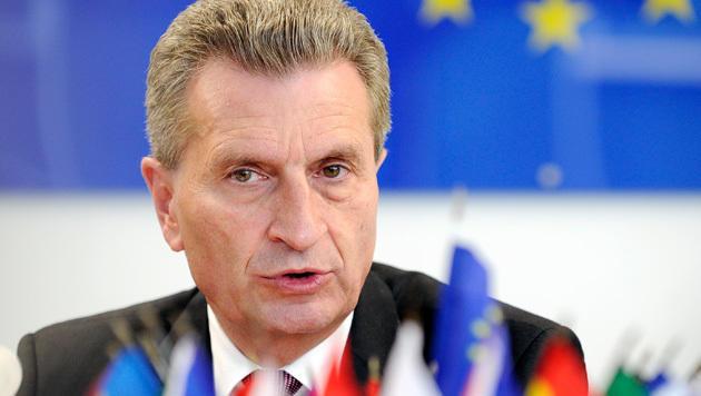 Oettinger will Roaming nun Mitte 2017 abschaffen (Bild: APA/HANS PUNZ)
