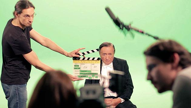Richard Lugner bei den Dreharbeiten (Bild: Rakuten)