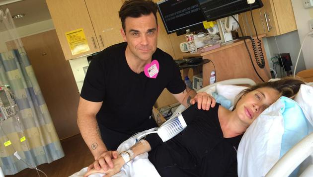 Robbie Williams mit Ehefrau Ayda im Kreißsaal