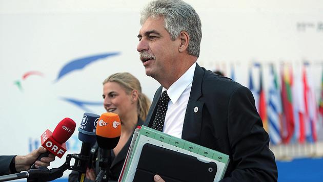 Keine Nachricht aus Brüssel ist derzeit eine gute Nachricht für Finanzminister Schelling. (Bild: APA/EPA/MATTEO BAZZI)