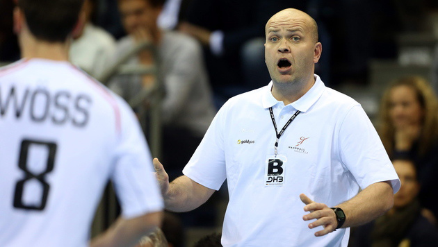 Ratlos: Handball-Teamchef Patrekur Johannesson (Bild: APA/EPA/ROLAND WEIHRAUCH)