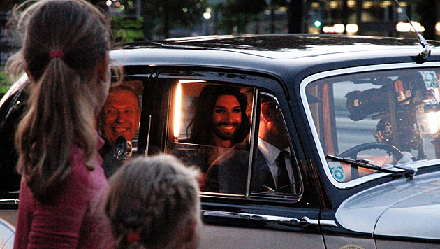 Die Fans der bärtigen Diva verfolgten gespannt den Dreh. (Bild: ZDF/© avanti media/Boris Fromageot/Lars Barthel)