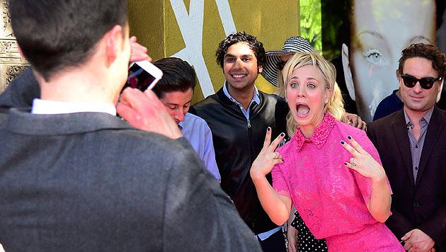 Kaley Cuoco jubelt über ihren Stern. (Bild: EPA)