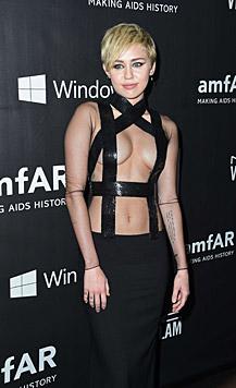 Miley versexte mit einem Tom-Ford-Bondage-Outfit die amfAR-Gala. (Bild: AFP)
